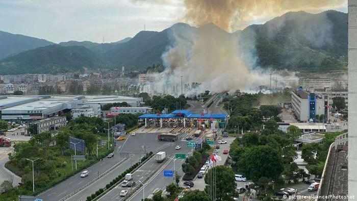 China Wenling Tote nach Explosion eines Tanklasters (picture-alliance/Photoshot)