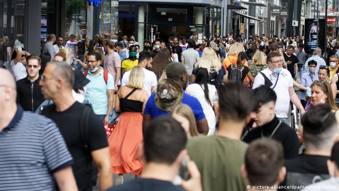 Исследование RKI: где выше всего риск заразиться коронавирусом | Анализ  событий в политической жизни и обществе Германии | DW | 25.08.2020