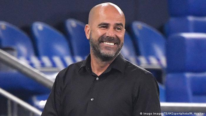 Fußball Bundesliga 31. Spieltag |FC Schalke 04 vs. Bayer 04 Leverkusen | Peter Bosz