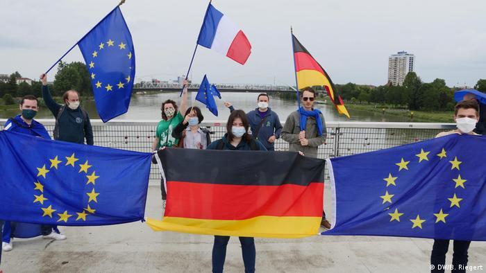 Demonstranti zahtijevaju ukidanje kontrole na mostu između Strasbourga i Kehla(DW/B. Riegert)