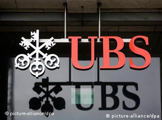 Swiss lawmakers reject UBS deal to turn in tax evaders