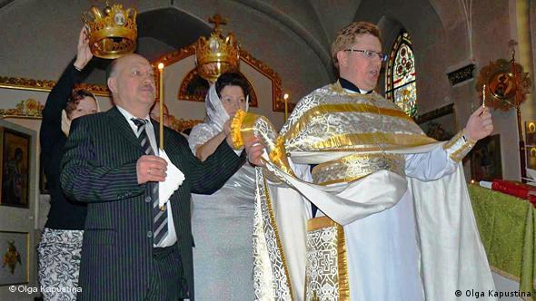 Orthodoxe Trauung mit Priester Rybakow. Bild: Olga Kapustina