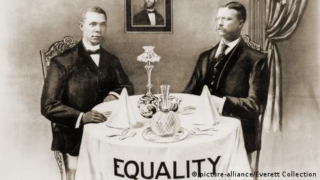 Booker T. Washington and President Roosevelt (picture-alliance/Everett Collection)!