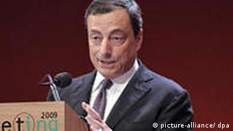 Mario Draghi am Rednerpult (Foto: picture-alliance/dpa)