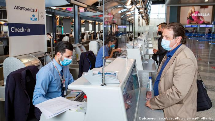 Check-in am Flughafen Mailand (picture-alliance/abaca/Fotogramma/M. Alberico)