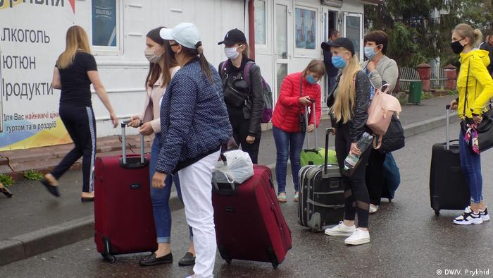 Українці - лідери за кількістю нових дозволів на проживання у Польщі