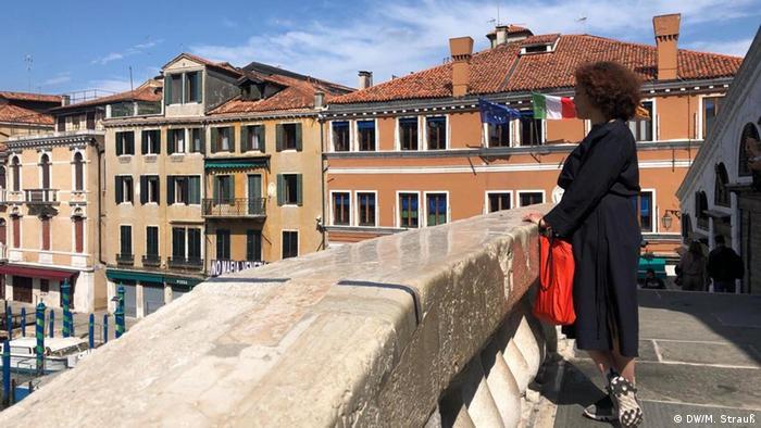 Jane da Mosto auf der leeren Rialto-Brücke