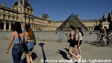 Louvre Paris COVID-19