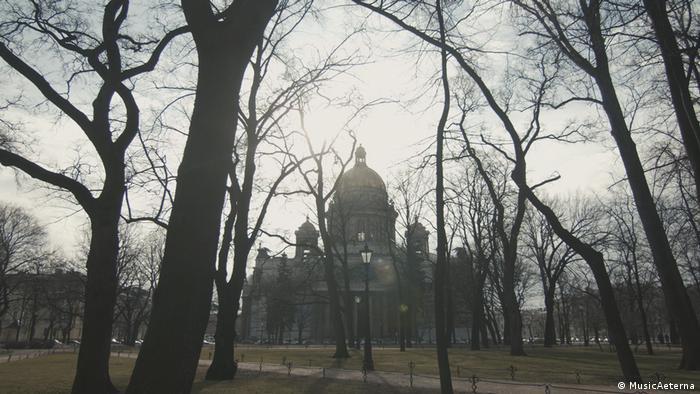 Saint Petersburg, House Radio building behind trees
