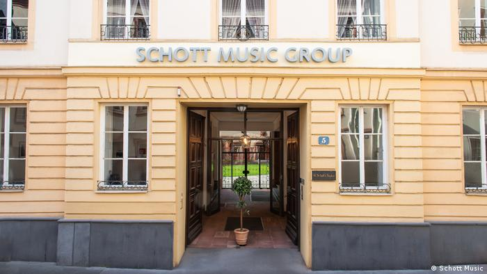 Portal des Verlagsgebäudes von Schott Music in Mainz (Schott Music)