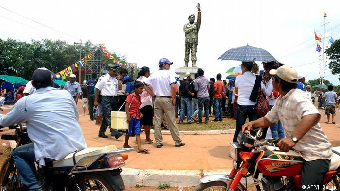 Venezuela Präsident Hugo Chavez Statue in Riberalta (AFP/J. Bernal)