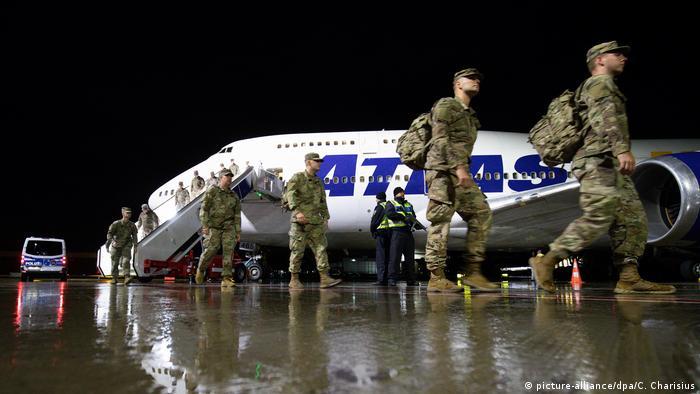 Amerykańscy żołnierze w drodze na zakończone już ćwiczenia Defender-Europe 20 Plus (picture-alliance/dpa/C. Charisius)