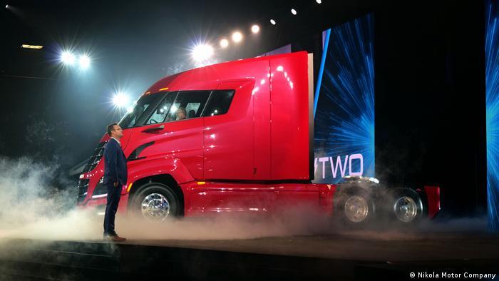 Тревор Мильтон на презентации водородного грузовика