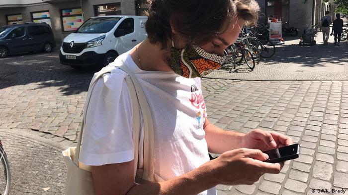 Jasper in Berlin uses Corona-Warn-App (DW/K. Brady)
