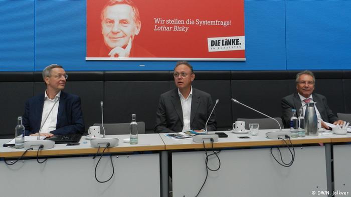 Klaus Ernst (li.) und Michael Harms (re.) beim Pressegespräch in Berlin