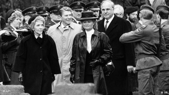 Ronald Reagan Helmut Kohl Soldatenfriedhof Bitburg Flash (Foto:AP Photo)