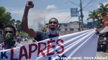 A group of Haitian police officers demonstrate to demand the release of a detained police officer, better working conditions and other demands, in Port-au-Prince, Haiti, 07 June 2020. The demonstration, which is taking place at a time when coronavirus infections are increasing in the country, was repressed by the police with tear gas. Protests are reactivated in Haiti in full expansion of covid-19 ACHTUNG: NUR REDAKTIONELLE NUTZUNG PUBLICATIONxINxGERxSUIxAUTxONLY Copyright: xJeanxMarcxHervexAbelardx AME5037 20200607-637271691916272482