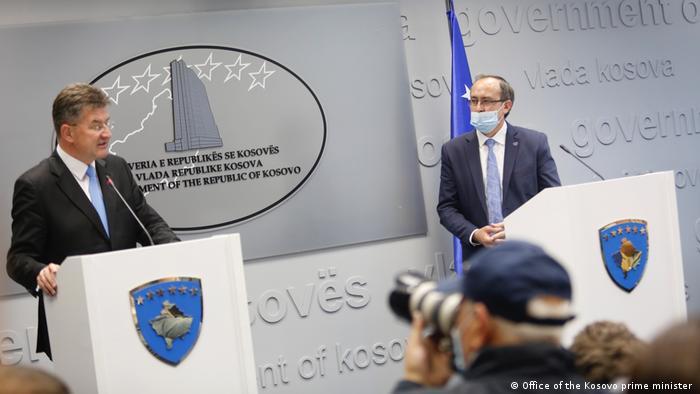 Kosovo Treffen des Premierministers Avdullah Hoti mit EU-Vertretter Mirosllav Lajqak (Office of the Kosovo prime minister )