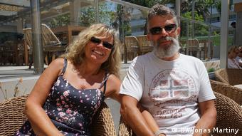 Andrea und Dietmar Bumbullis auf der Terrasse des Riu Concordia, Mallorca, Spanien (DW/Jonas Martiny)
