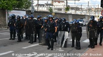 Французская полиция во время беспорядков в Дижоне