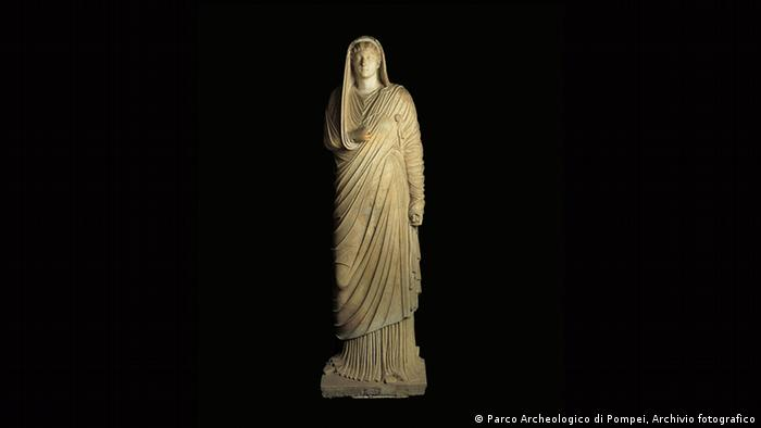 The statue Livia in the exhibition in Paris' Grand Palais (Parco Archeologico di Pompei, Archivio fotografico)