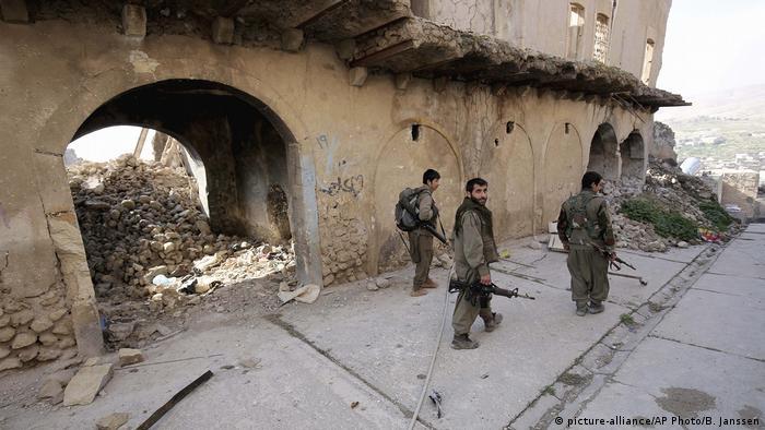 Irak Sinjar Kämpfer der türkischen Kurdischen Arbeiterpartei PKK
