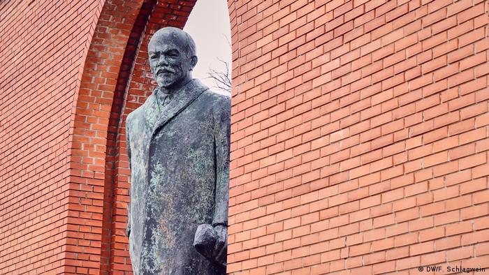 Lenin Statue am Eingang zum Budapester Memento Park