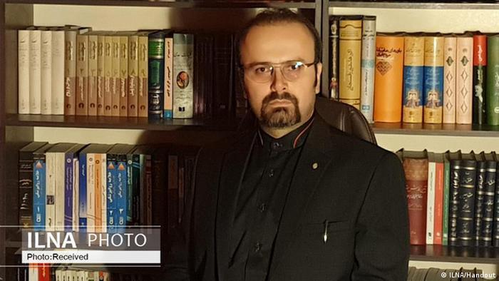 پیام درفشان که در سالهای اخیر وکیل مدافع تعدادی از زندانیان عقیدتی و سیاسی بوده، در بهمن ۹۸ به اتهام اهانت به مقام رهبری از سوی دادگاه انقلاب اسلامی کرج به دوسال زندان و محرومیت از اشتغال به حرفه وکالت محکوم شد. دادگاه انقلاب تهران نیز در تیر ۹۹ او را با اتهاماتی چون فعالیت تبلیغی علیه نظام و نشر اکاذیب مجرم شناخت. او در یک پرونده دیگر به یک سال حبس تعلیقی محکوم شده است.