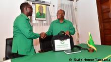Tansania Bashiru Ali (L) und Präsident John Pombe Magufuli