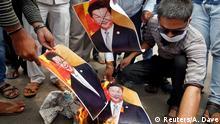 Unterstützer der indischen Regierung verbrennen Bilder von Chinas Päsident Xi Jinping