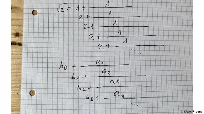Mathematische Kettenbrüche auf einem Blatt Papier (DW/A. Freund)