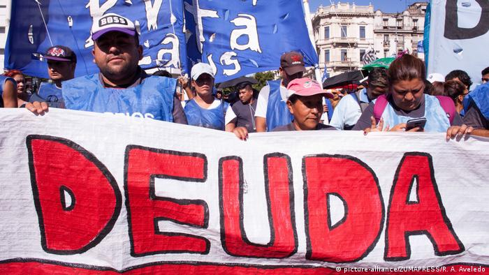 La deuda externa argentina impacta en el bolsillo de los argentinos desde hace décadas.