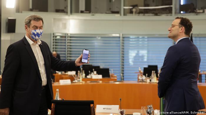 Markus Söder mit Schutzmaske (picture-alliance/AP/M. Schreiber)
