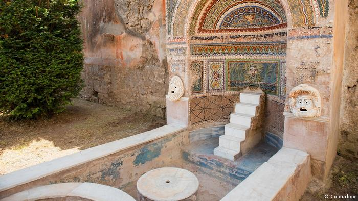 A bath with mosaics in Pompeii (Colourbox)