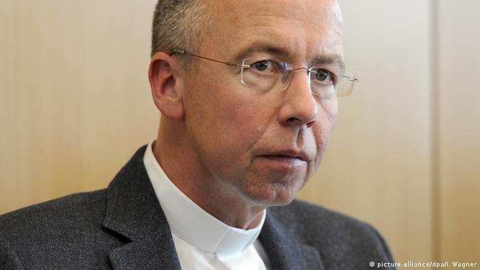 Katolički sveštenik Peter Kosen jedan je od najoštrijih kritičara uslova u kojima žive i rade sezonski radnici u poljoprivredi