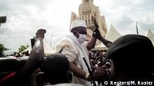 Imam Mahmoud Dicko wears a protective mask as he arrives to address his supporters as they hold a mass protest demanding the resignation of Mali's President Ibrahim Boubacar Keita at the Independence Square in Bamako, Mali June 5, 2020. REUTERS/Matthieu Rosier