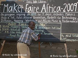 Alfred Sirleaf beim Bloggen