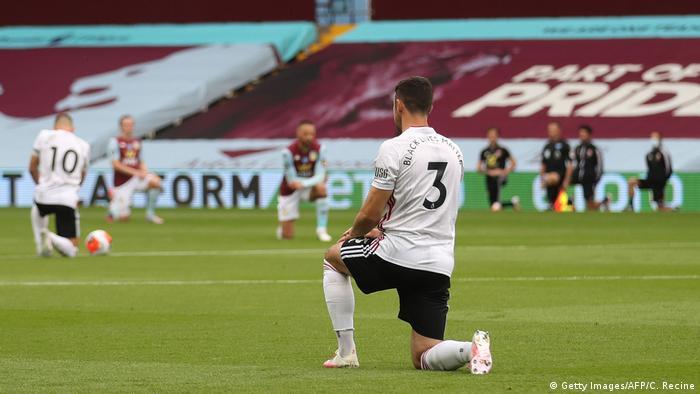 Players Kneel Against Racism As Premier League Returns News Dw 17 06 2020