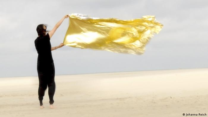 Johanna Reich | Virgin`s Land, video performance (Kunsthalle Düsseldorf/Foto: Rhein Ruhr)