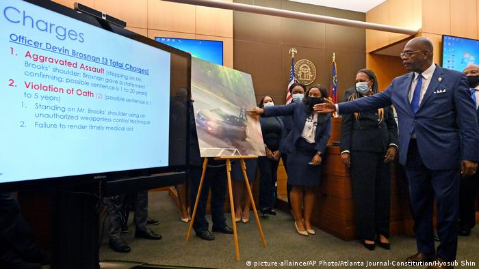 USA Atlanta | Mordanklage gegen den Polizisten Garrett Rolfe (picture-allaince/AP Photo/Atlanta Journal-Constitution/Hyosub Shin)