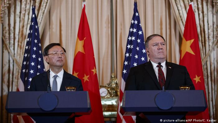 Yang Jiechi und Mike Pompeo China und USA (picture-alliance/AP Photo/C. Kaster)