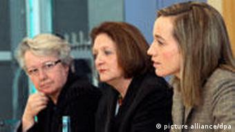 Bundesbildungsministerin Annette Schavan (CDU), Bundesjustizministerin Sabine Leutheusser-Schnarrenberger (FDP) und Bundesfamilienministerin Kristina Schröder (CDU, v.l.) (Foto: dpa)