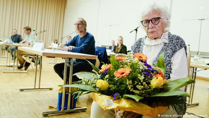 Официальная церемония проводов Лизель Хайзе на первом заседании после смягчения карантинных мер во время пандемии коронавируса