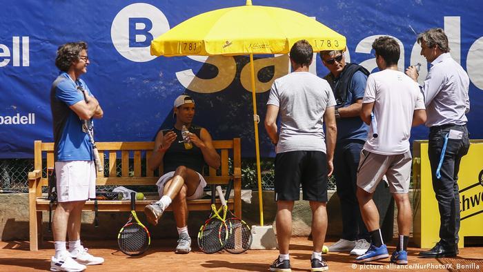 Spanien Barcelona | Rafael Nadal mit Trainer, Ex-Trainer und weiteren
