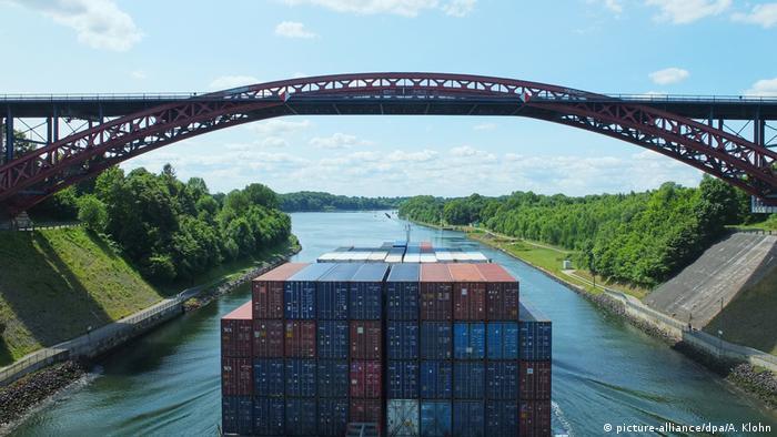 Der Nord-Ostsee-Kanal in Höhe der Levensauer Hochbrücke (Foto: picture-alliance/dpa/A. Klohn)