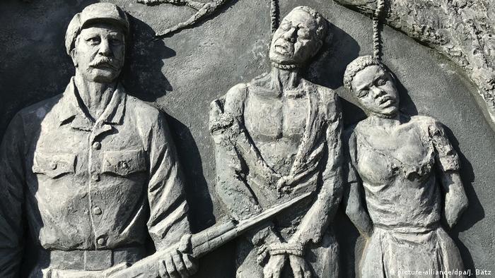 El gobierno alemán está dispuesto a reconocer que las matanzas de decenas de miles de personas de las etnias herero y nama en la entonces África sudoccidental, colonia del Reich alemán, supusieron un genocidio. Está previsto que el presidente alemán Frank-Walter Steinmeier viaje a Namibia y pida formalmente perdón por los crímenes (14.05.2021).