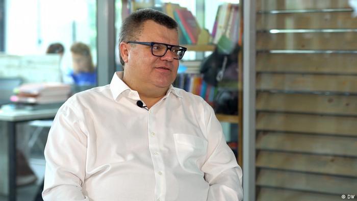 Потенційний кандидат у президенти Білорусі Віктор Бабарико під час інтерв'ю DW