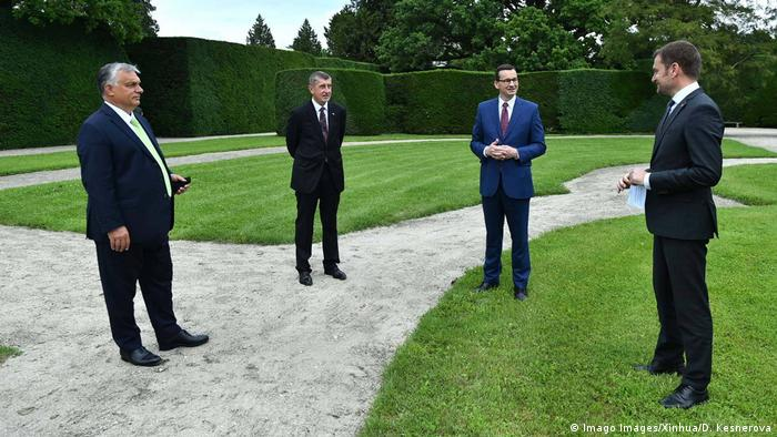 Tschechien Lednice | Viktor Orban, Andrej Babis, Mateusz Morawiecki und Igor Matovic (Imago Images/Xinhua/D. Kesnerova)