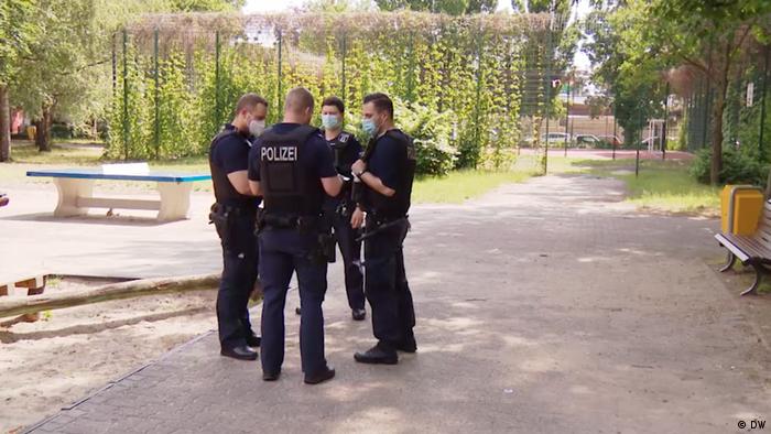 Police officers in Neuköllner Park