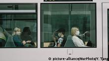 Passengers with face masks are seen in a tram in Duesseldorf, Germany on June 18, 2020. (Photo by Ying Tang/NurPhoto) | Keine Weitergabe an Wiederverkäufer.